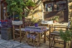 安塔利亚,土耳其- 2017年10月3日:的葡萄酒餐馆镇Kaleici街道  库存图片