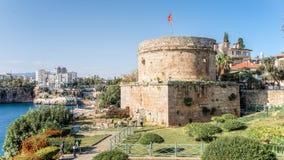 安塔利亚,土耳其- 2013年10月16日:安塔利亚城堡在老港口 库存图片