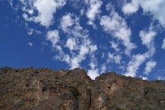 安大路西亚的山和天空 免版税库存照片