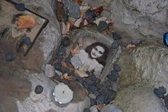 安妮・弗兰克照片孩子的纪念在犹太公墓在华沙 免版税库存照片
