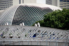 安徒生桥梁广场新加坡剧院 免版税图库摄影