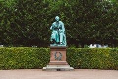 安徒生雕象在Rosenborg庭院里 库存图片