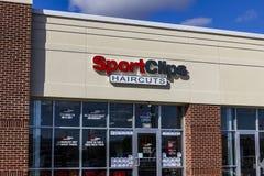 安徒生-大约2016年10月:体育截去购物中心理发地点 SportClips提供以体育为主题的经验II 图库摄影