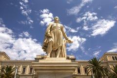 安德烈亚斯Miaoulis雕象Ermoupolis城镇厅正方形的,锡罗斯岛海岛,希腊 库存图片