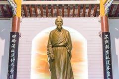 安徽,中国- 2015年11月19日:在Huazu寺庙的华佗雕象 fa 免版税图库摄影