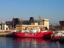 安心小船在奥克兰港口坐 库存图片