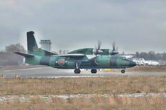 安托诺夫安-32 免版税库存照片