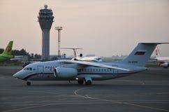 安托诺夫An-148航空器在普尔科沃国际机场在圣彼德堡,俄罗斯 免版税库存照片