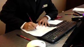 安排客人的接待员预定 股票视频