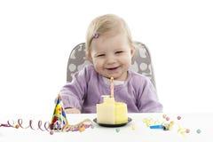安排的婴孩她的第一个生日,被隔绝在白色 免版税库存照片