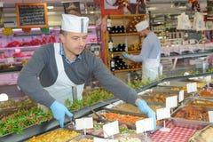 安排盘子食物的承包餐食者 库存照片