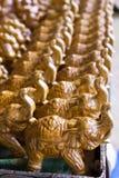 安排陶瓷大象在潜逃剧痛的待售 免版税库存图片