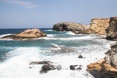 安提帕罗斯岛海岸在希腊 免版税库存图片