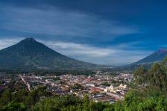安提瓜岛和两个火山谷  免版税图库摄影