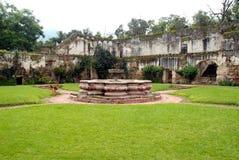 安提瓜岛喷泉危地马拉jeronimo圣 免版税库存图片