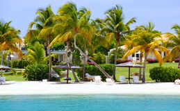 安提瓜岛海滩排除回家江边 库存图片