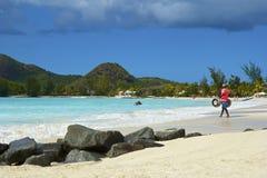 安提瓜岛的海滩全景 免版税库存照片