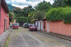 安提瓜岛,危地马拉- 2017年11月11日:安提瓜岛,危地马拉的都市风景 安提瓜岛是在southe的火山包围的一个小城市 库存图片