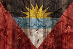 安提瓜岛巴布达,木背景的国旗 免版税库存照片