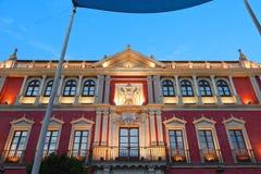 安提瓜岛Audiencia的宫殿在塞维利亚在晚上,西班牙 免版税库存图片