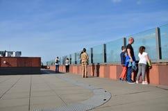 安特卫普,比利时- 2015年5月10日:人博物馆aan de Stroom参观屋顶在安特卫普 免版税库存照片