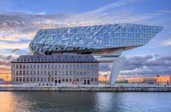 安特卫普总部口岸,设计由萨哈・哈帝在破晓,安特卫普,比利时 图库摄影