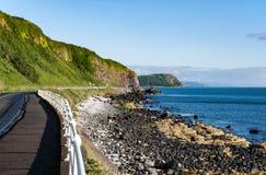 安特里姆沿海路在北爱尔兰 免版税库存照片