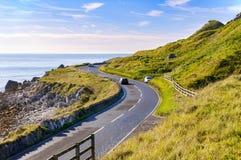 安特里姆肋的路在北爱尔兰,英国 免版税库存照片