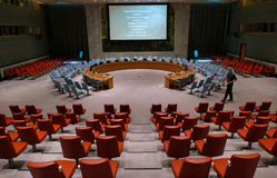 安理会房间在会议的准备时 它位于联合国会议大厦 免版税库存照片