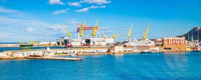 安科纳港口有船的 免版税库存照片