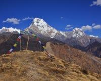 安纳布尔纳峰南部和Hiun Chuli,从Muldhai小山的看法 免版税库存照片