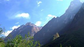 安纳布尔纳峰地区山timelapse 云彩Timelapse在山附近的 尼泊尔 股票视频