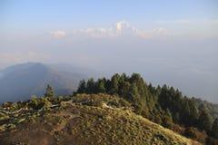 安纳布尔纳峰范围的看法从Poon小山的在日出, Ghorepani/Ghandruk,尼泊尔 库存图片