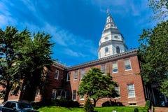 安纳波利斯/Maryland/USA - 07 14 2013年:马里兰有上面蓝天的状态议院 免版税库存图片