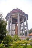 安置一个大菩萨雕象的眺望台 库存图片