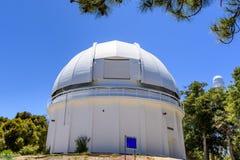 安置历史60英寸望远镜的圆顶在1908 (完成);Mt威尔逊,圣加百利山,洛杉矶县, 库存图片