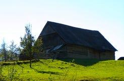 安置在maountains村庄 图库摄影