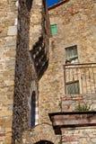 安置意大利中世纪老村庄 库存照片
