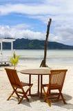 安置放松 海岛和海洋的美丽的景色处于低潮中 您的地方 库存图片
