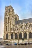 安置有主要欲望约瑟夫Mercier雕象的Sainte居迪勒在圣迈克尔和圣Gudula大教堂,巴黎前面的 免版税库存照片