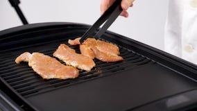 安置未加工的猪肉片断晒干了在格栅的肉 影视素材