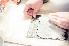 安置米在准备的寿司nori 免版税库存图片