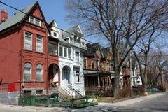 安置老住宅街道 免版税库存照片
