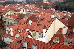 安置老布拉格屋顶 免版税库存图片