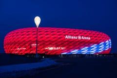安联球场特别照明为拜仁慕尼黑足球俱乐部118th生日 库存图片