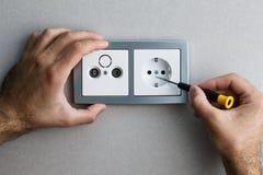 安装交流电能插口 免版税库存照片