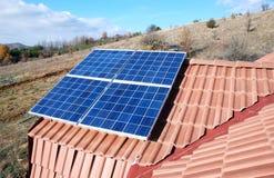 安装太阳电池板。 免版税库存图片