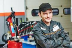 安装工汽车机械师 库存图片