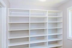 安装木架子在安装架子的墙壁 免版税库存图片