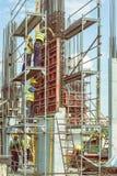 安装混凝土桩模子4的建筑工人 免版税库存照片